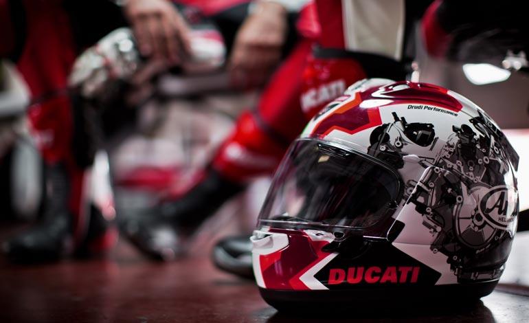 Capacete de moto: como escolher o modelo ideal para pilotar sua Ducati