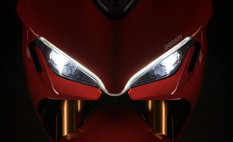 Faróis em LED com DRL na dianteira - Ducati SuperSport 950: companhia já está produzindo novo modelo
